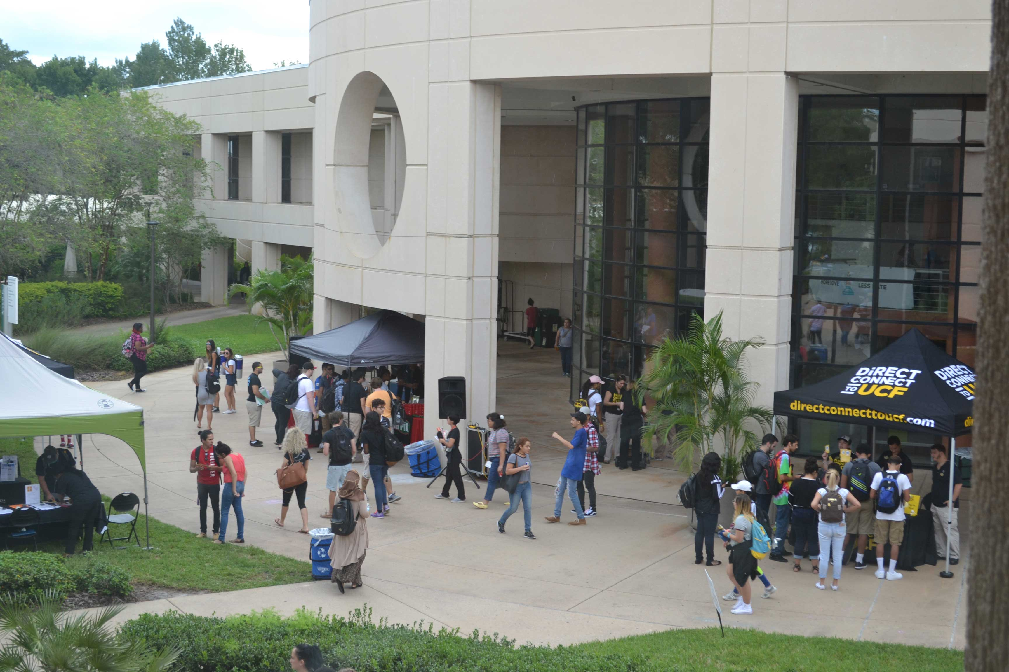Students gathered outside for a DirectConnect to UCF Event at Valencia College East Campus